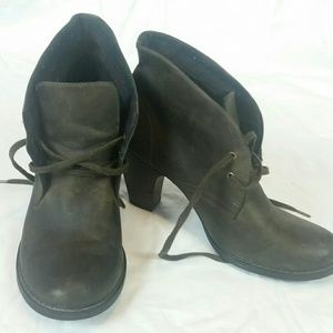 Indigo by Clarks Leather Lined Heele Booties 8.5M